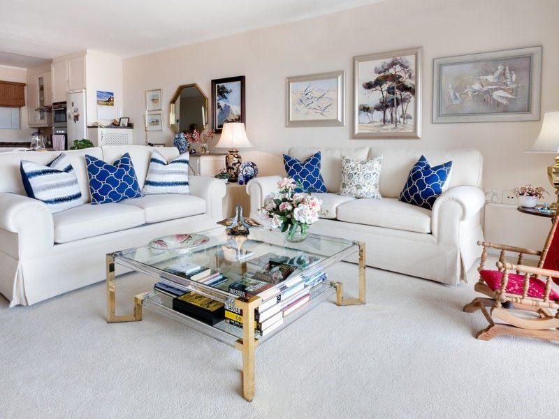 living room with sofa, teatable